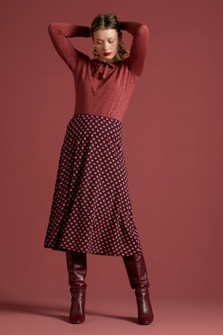 Juno Skirt Pose